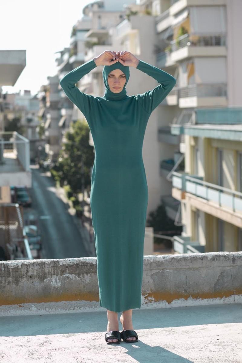 Long dress, long sleeves, high neck