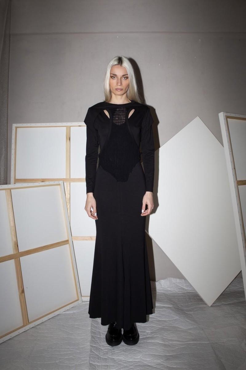 Long dress, long sleeves, distressed part